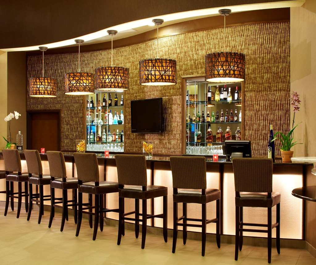 Best Western Plus Lackland Hotel & Suites - Bar/Lounge