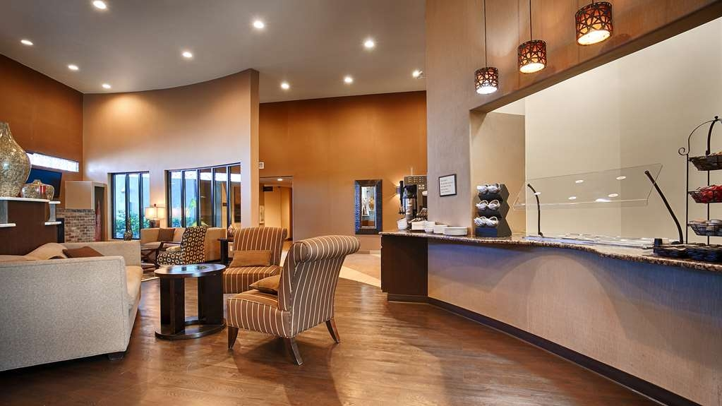 Best Western Plus Lackland Hotel & Suites - Breakfast Area