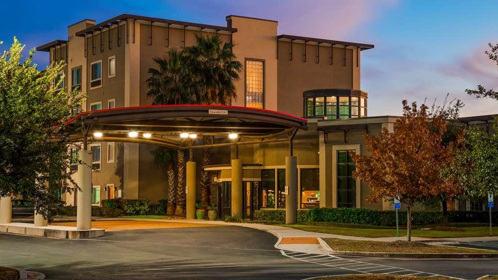 Best Western Plus Lackland Hotel & Suites - Facciata dell'albergo