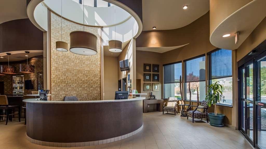 Best Western Plus Lackland Hotel & Suites - Hall