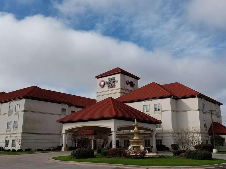 Best Western Plus Monica Royale Inn & Suites