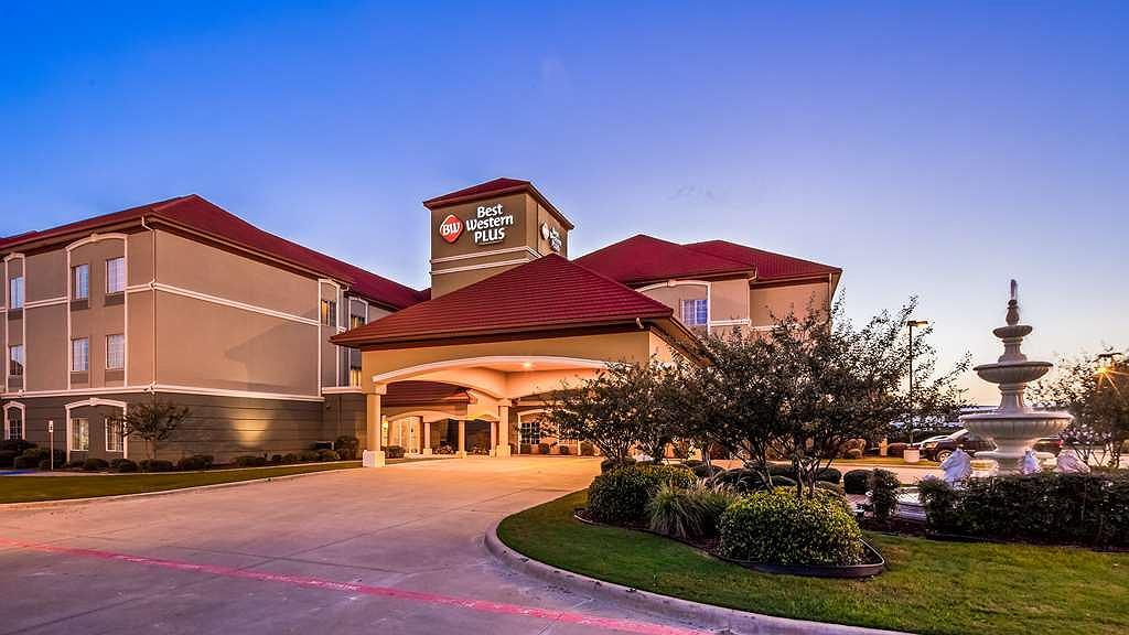 Best Western Plus Monica Royale Inn & Suites - Aussenansicht