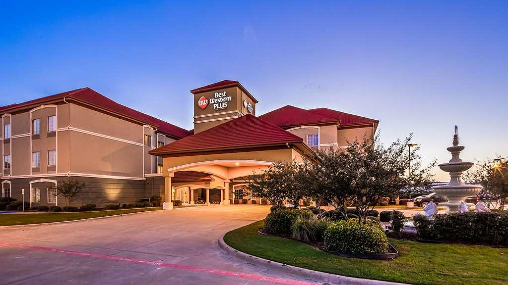 Best Western Plus Monica Royale Inn & Suites - Area esterna
