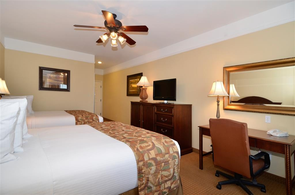 Best Western Plus Monica Royale Inn & Suites - Our well-appointed rooms offer flat screen TVs, microwaves, mini-refrigerators, ceiling fans, and large work desks.