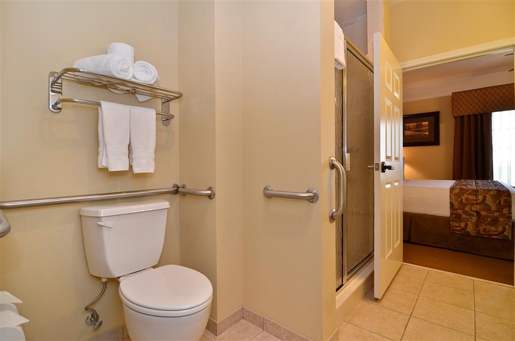 Best Western Plus Monica Royale Inn & Suites - Enjoy the large, oversize bathroom with stand-up shower.