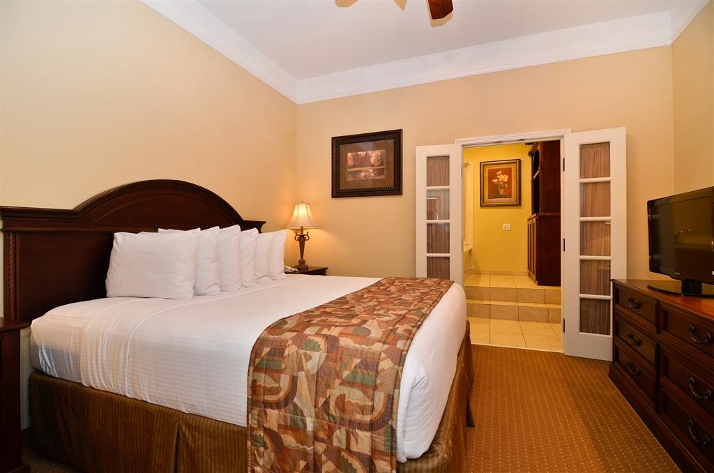 Best Western Plus Monica Royale Inn & Suites - whirlpool