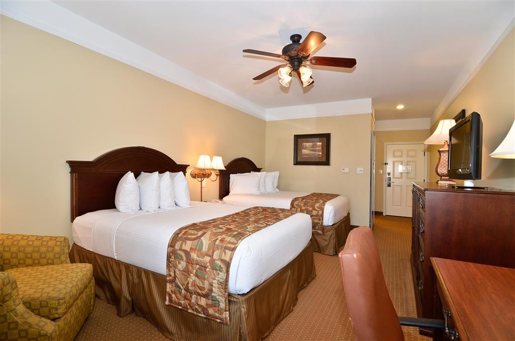 Best Western Plus Monica Royale Inn & Suites - Each guest room offers a flat screen TV, microwave, mini-refrigerator, ceiling fan, and large work desk.