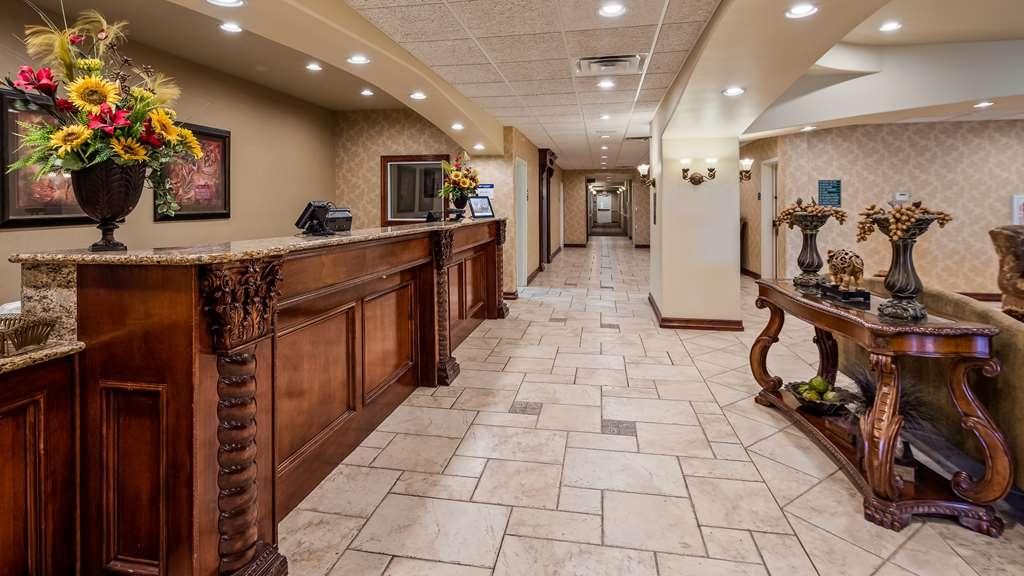 Best Western Plus Monica Royale Inn & Suites - Hall