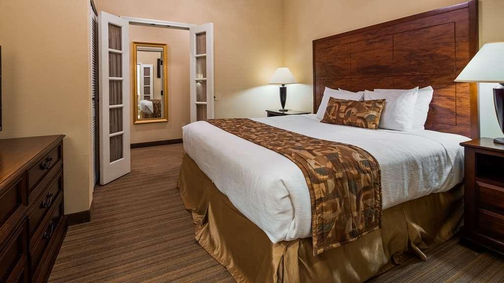 Best Western Plus Monica Royale Inn & Suites - Suite