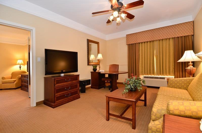 Best Western Plus Monica Royale Inn & Suites - Suite