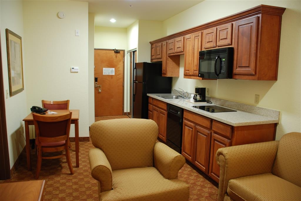 Best Western Plus San Antonio East Inn & Suites - Our kitchenette suites feature a stovetop, dishwasher, full-size refrigerator, and complete sets of cookware and dinnerware are available.