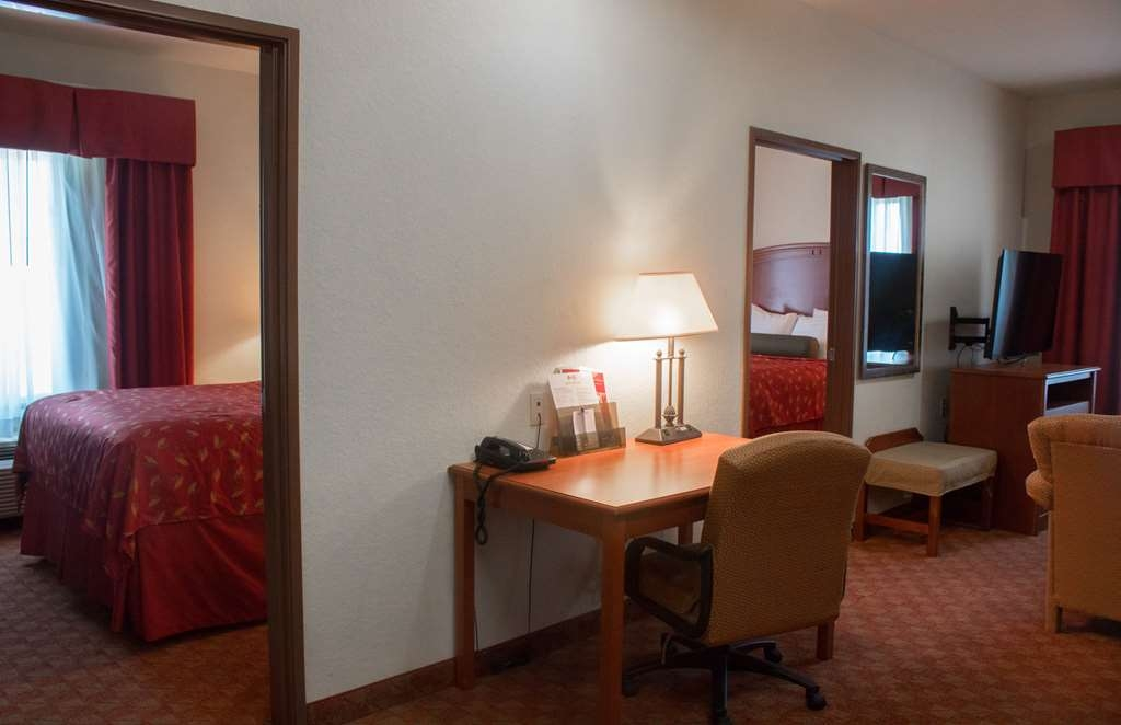 Best Western Plus San Antonio East Inn & Suites - All rooms include a complimentary hot breakfast bar to treat our guests to a satisfying start to the day.