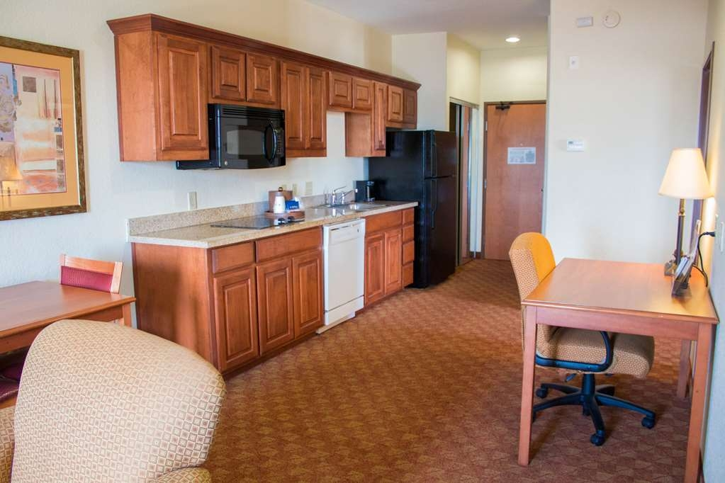 Best Western Plus San Antonio East Inn & Suites - The two bedroom kitchen suite provides the option of separation between the living area and bedrooms for additional privacy.