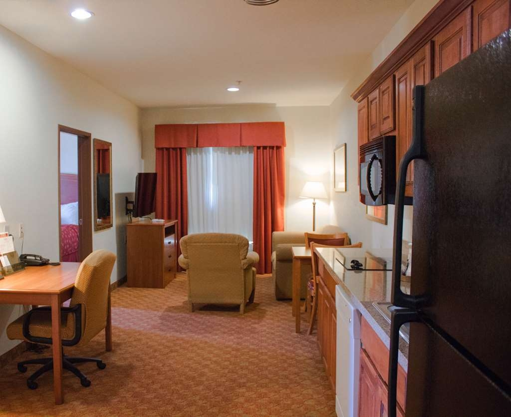 Best Western Plus San Antonio East Inn & Suites - Our two bedroom kitchen suite is perfect for family getaways! Each room contains a queen Beautyrest® bed, TV and closet.