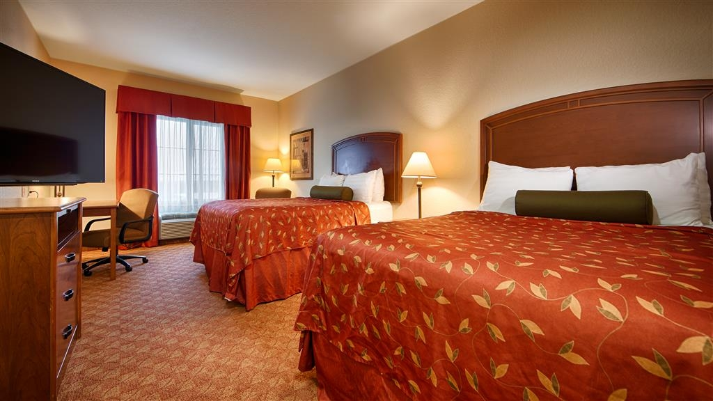 Best Western Plus San Antonio East Inn & Suites - Habitación con dos camas de matrimonio grandes