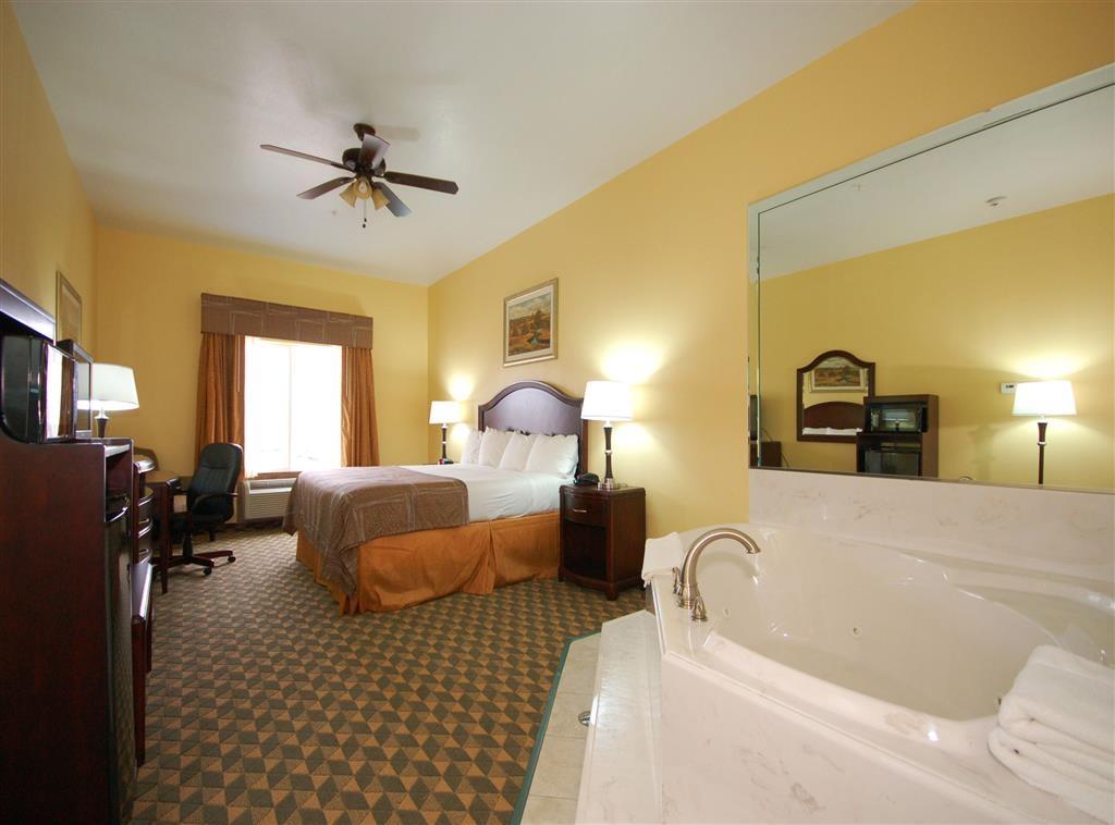 Best Western Plus Manvel Inn & Suites - Chambre avec bain bouillonnant