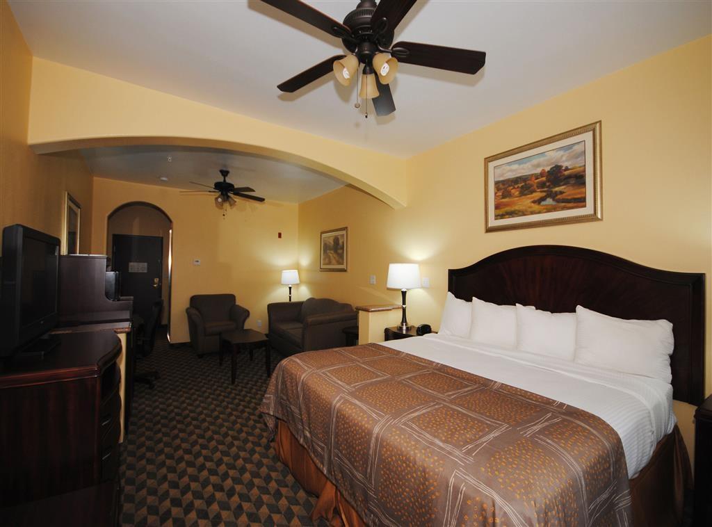Best Western Plus Manvel Inn & Suites - King Suite with sofabed
