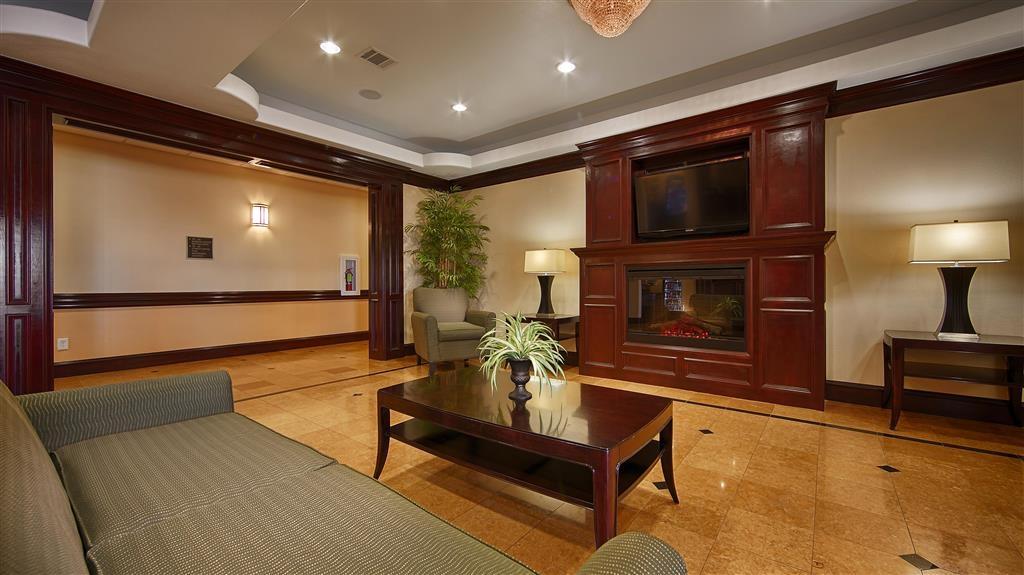 Best Western Plus Manvel Inn & Suites - Vestíbulo del hotel