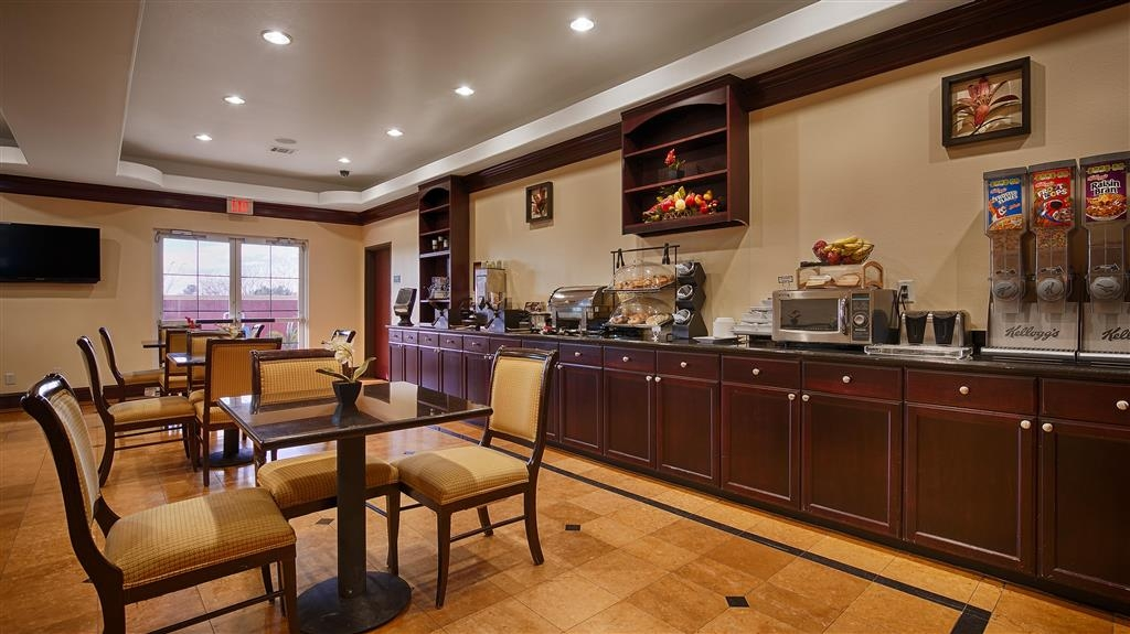 Best Western Plus Manvel Inn & Suites - Start your day off right with a complimentary full breakfast at the Best Western Plus Manvel Inn & Suites.