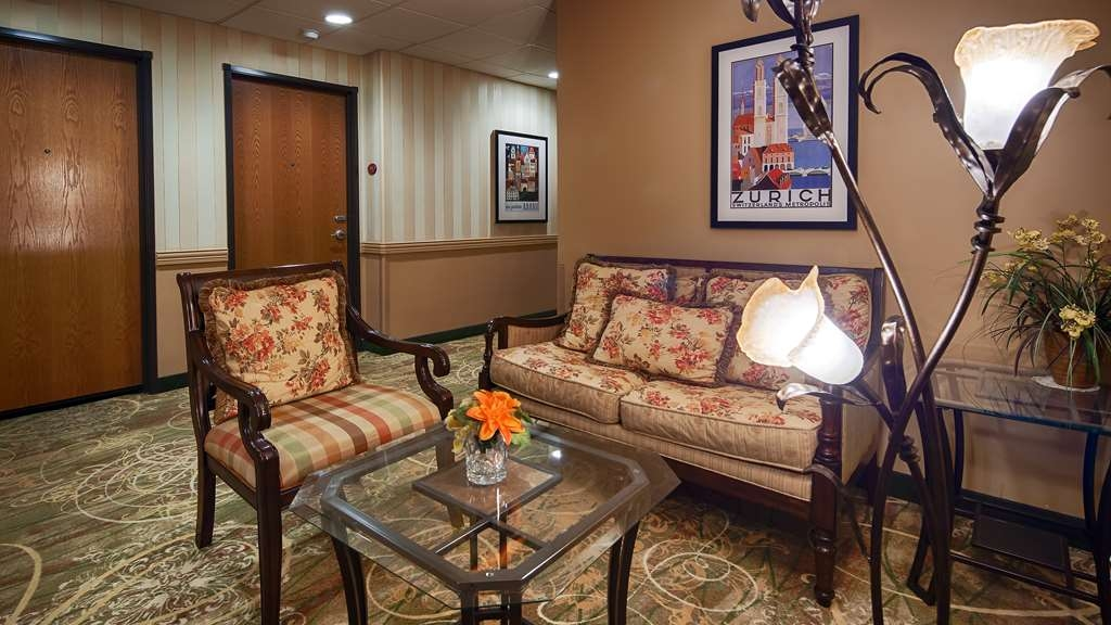 Best Western Plus Swiss Chalet Hotel & Suites - Hall