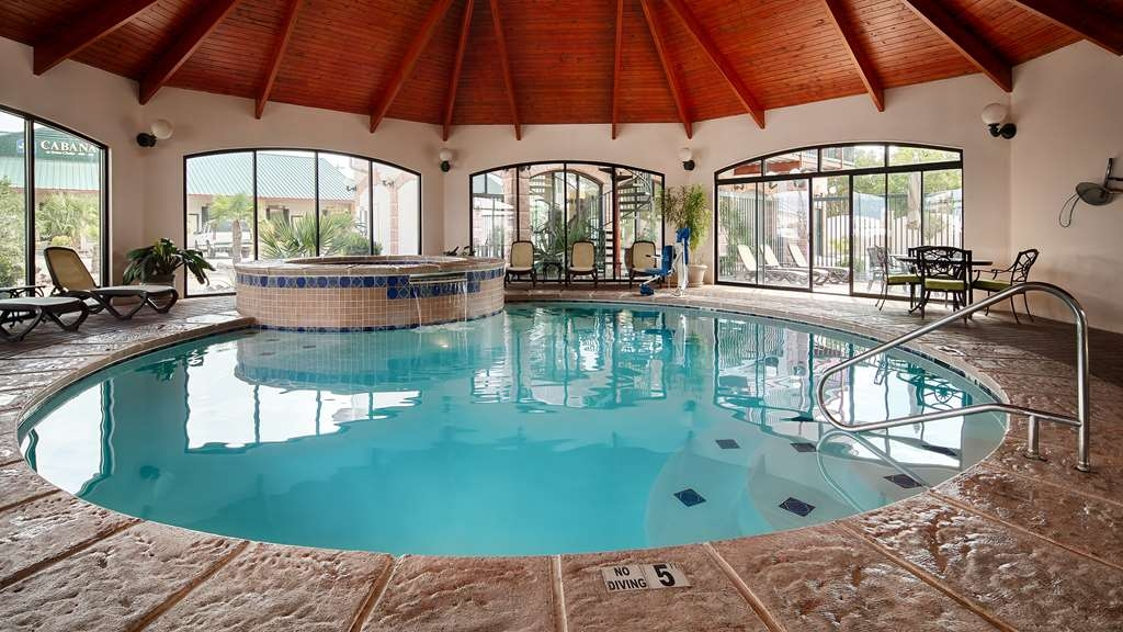 Best Western Plus Swiss Chalet Hotel & Suites - Piscina