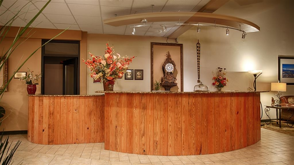 Best Western Plus Swiss Chalet Hotel & Suites - Reception