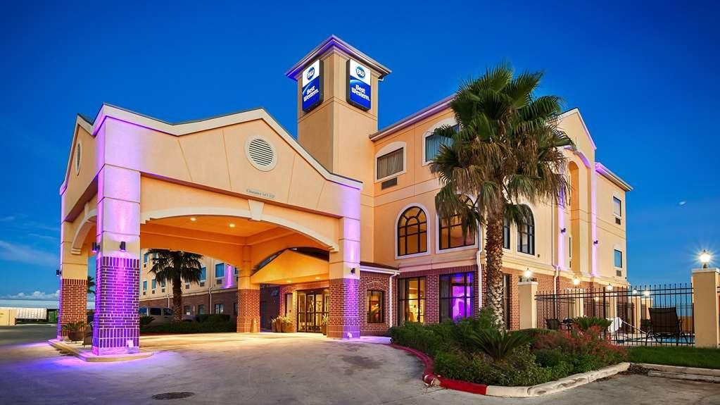 Best Western Hondo Inn - No matter the time of year, you'll love the BEST WESTERN Hondo Inn!