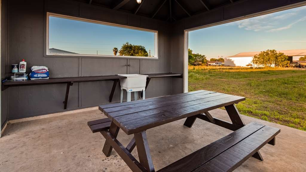 Best Western Hondo Inn - BBQ Area