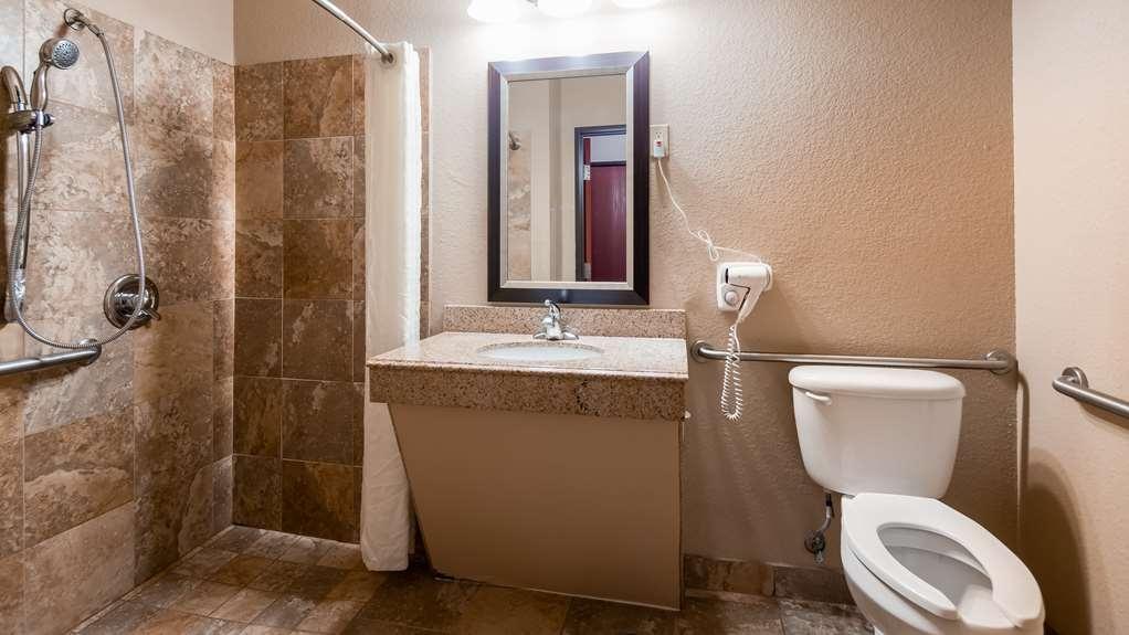 Best Western Hondo Inn - Accessible Guest Bathroom