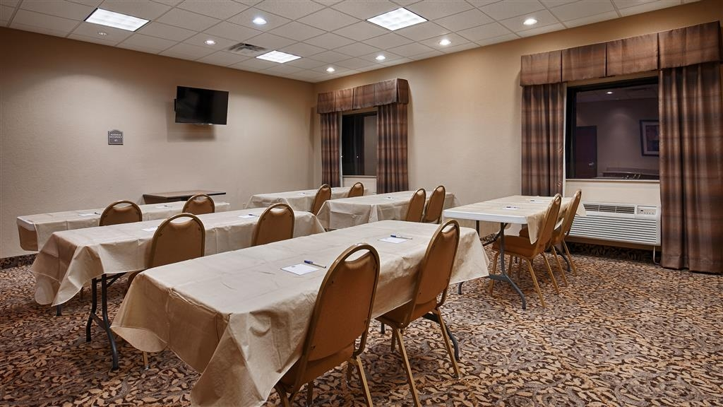 Best Western Hondo Inn - Our meeting room accommodates up to 35 guests and has complimentary Wi-Fi for your convenience.