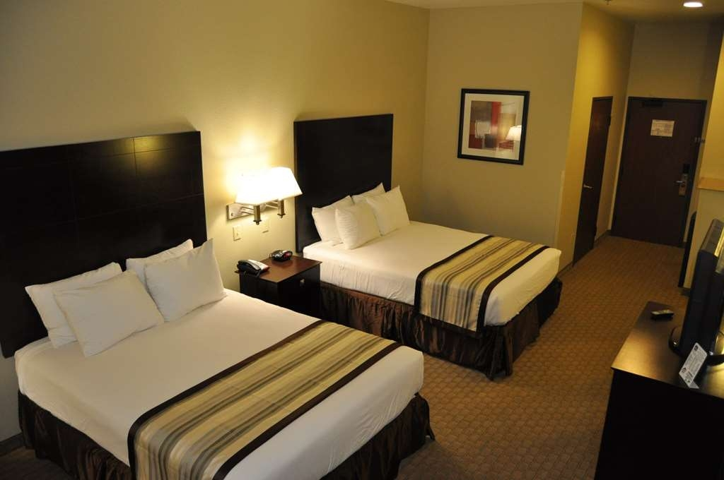 Best Western Oasis Inn - Touring the city with a close friend? Book our convenient two queen guest room.