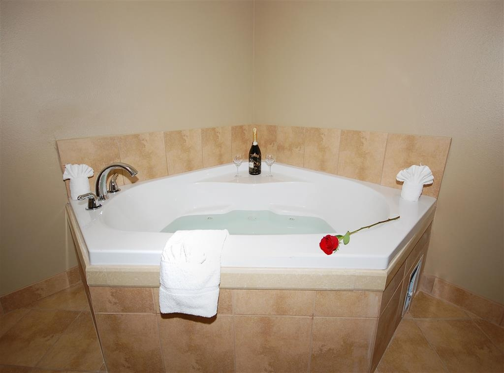Best Western Plus Texoma Hotel & Suites - Spend a special night together in our Jacuzzi® Suite.