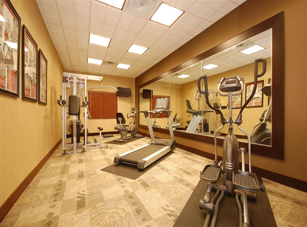 Best Western Plus Texoma Hotel & Suites - Maintain your home exercise routine in our fully equipped fitness center.
