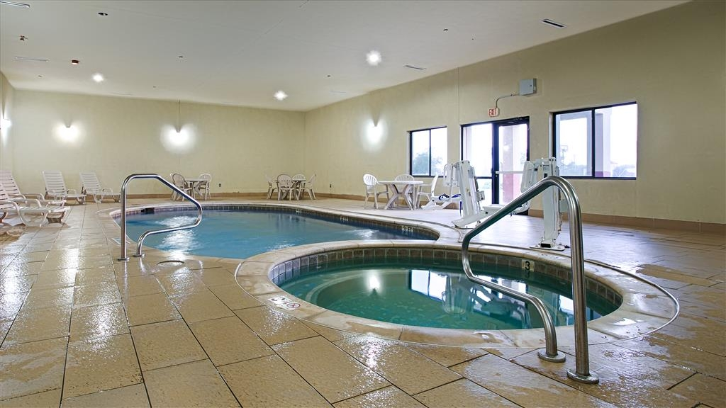 Best Western Plus Texoma Hotel & Suites - Piscina