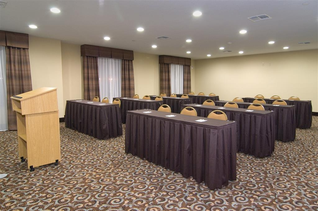 Best Western Bastrop Pines Inn - Our meeting rooms are the ideal setting for corporate events. Call our staff to book today!