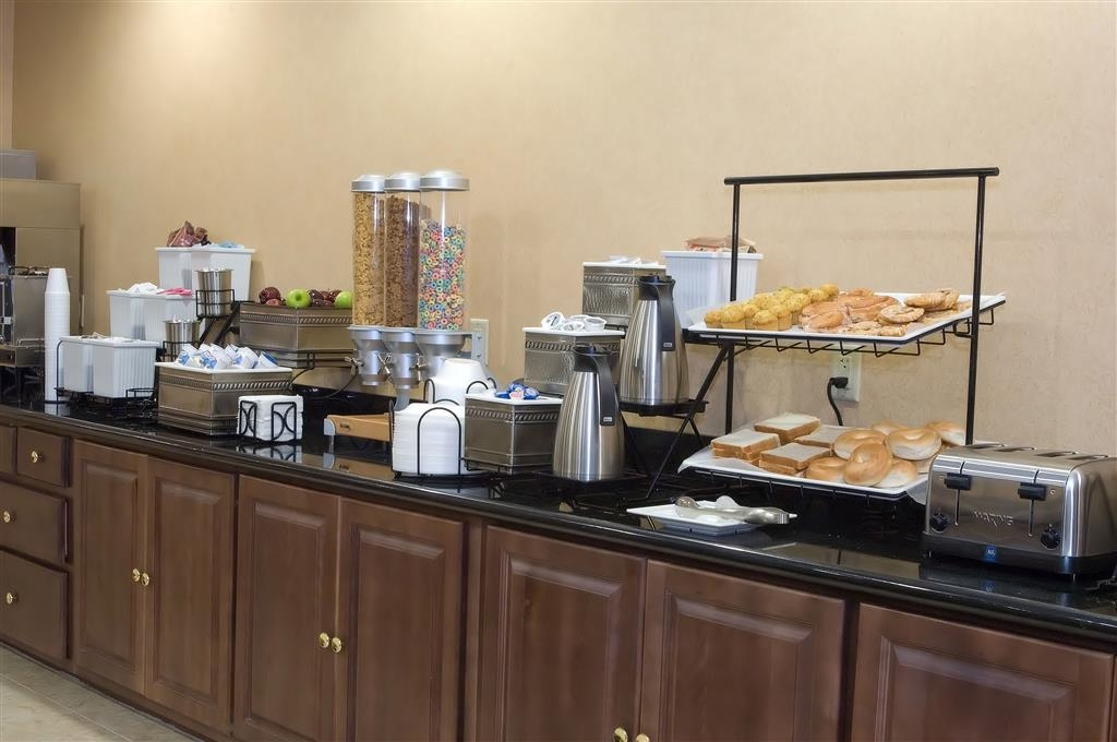 Best Western Bastrop Pines Inn - Start your day off right with a complimentary full hot breakfast.