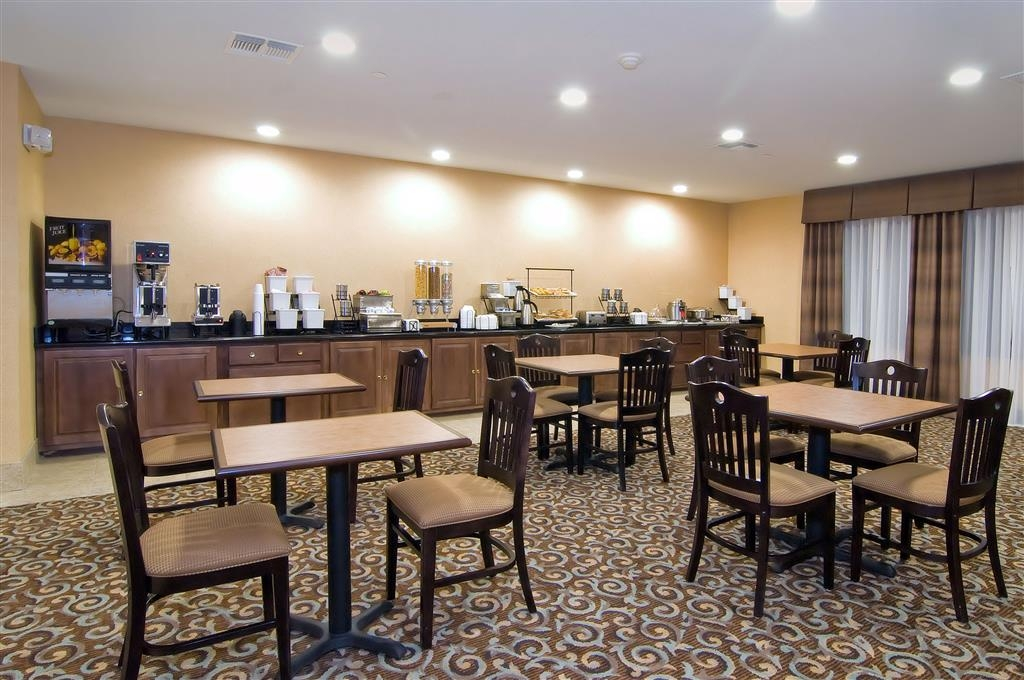 Best Western Bastrop Pines Inn - Kick-start your morning with a complimentary full hot breakfast at the BEST WESTERN Bastrop Pines Inn.