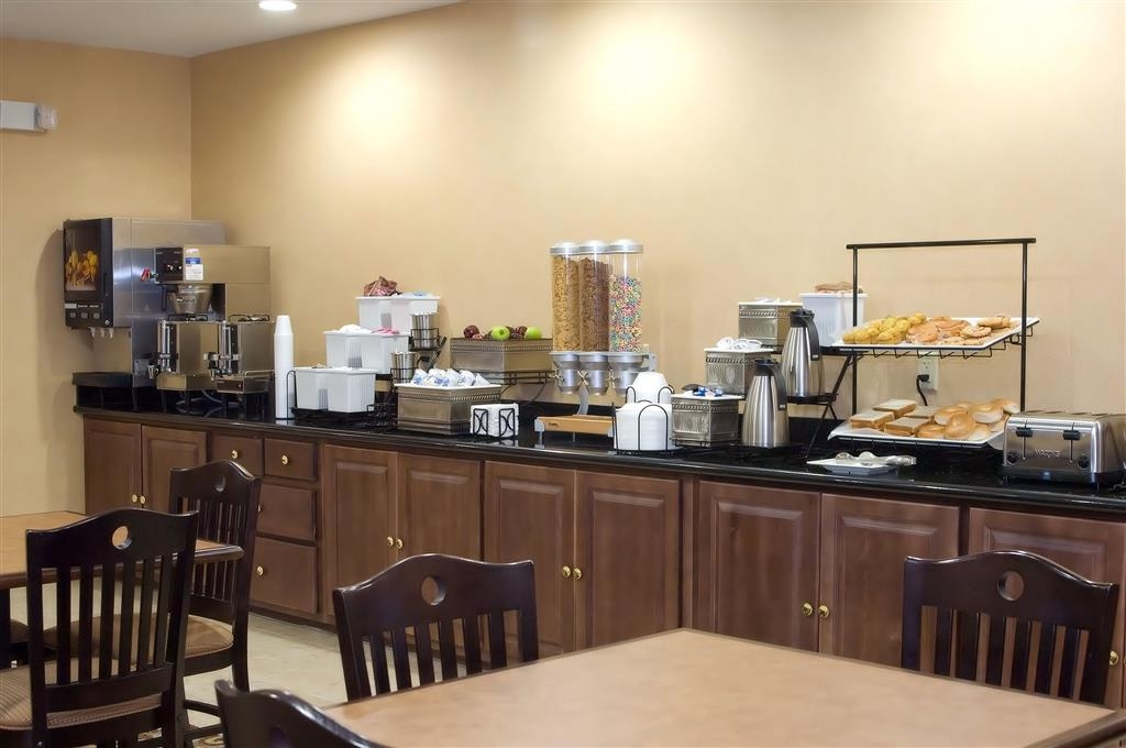 Best Western Bastrop Pines Inn - Even if you're in a rush, don't miss the most important meal of the day.