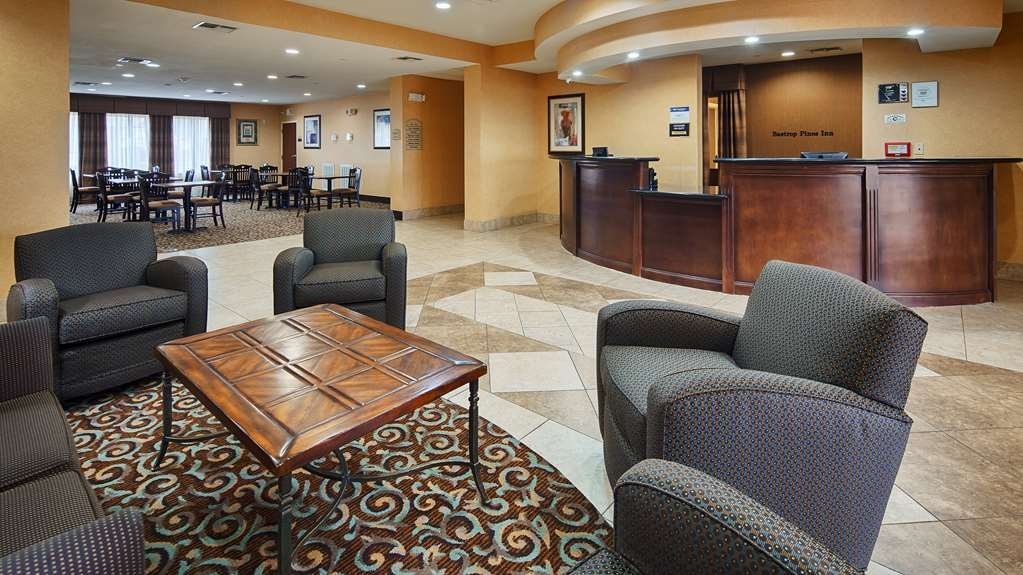 Best Western Bastrop Pines Inn - Our hotel lobby area offers a comfortable place to read a book or socialize with colleagues and friends.