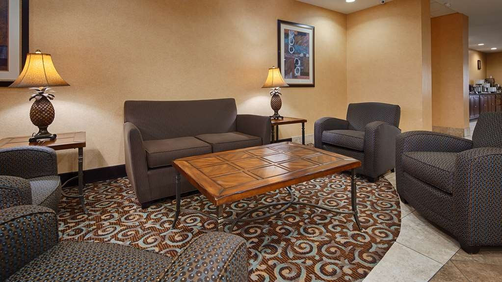 Best Western Bastrop Pines Inn - The moment you step into our hotel lobby, you'll feel like part of our family.