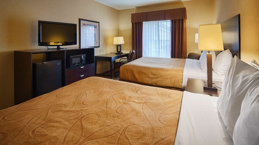 Best Western Bastrop Pines Inn - If you're traveling with your family or group of friends, opt for our 2 queens.