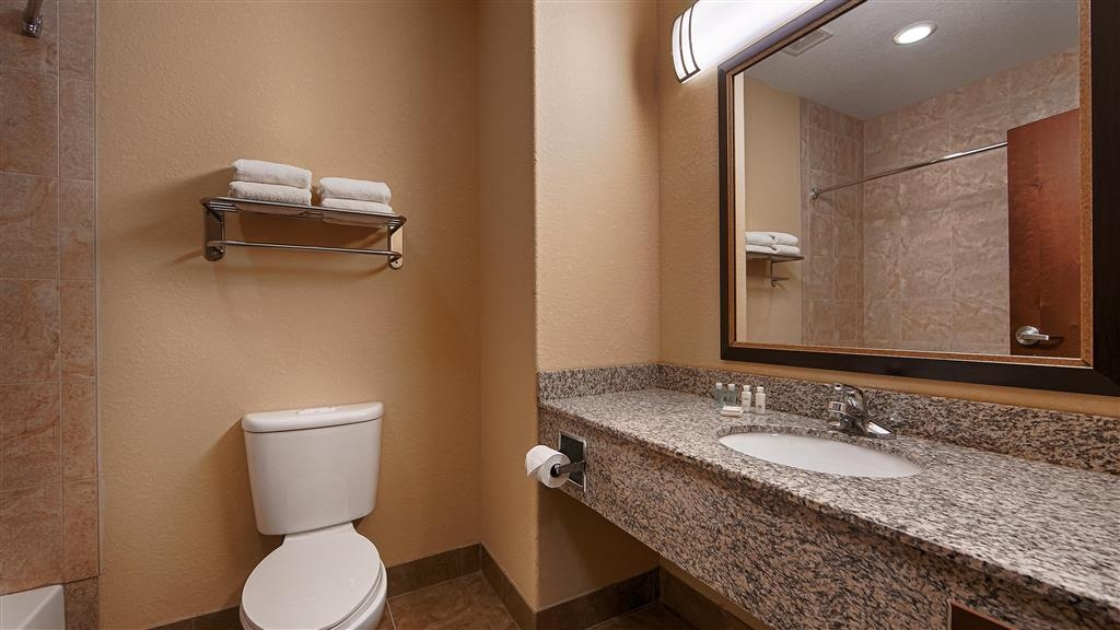 Best Western Bastrop Pines Inn - We take pride in making everything spotless for your arrival.