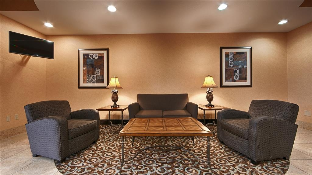 Best Western Bastrop Pines Inn - Our lobby is the perfect spot to relax after a long day of work and travel.