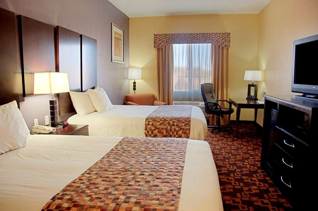 Best Western Bowie Inn & Suites - Bring your whole family along and book a two queen guest room.