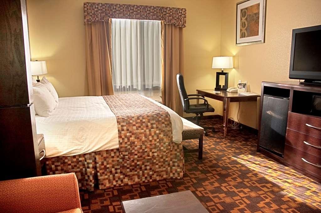 Best Western Bowie Inn & Suites - Suite con cama de matrimonio extragrande