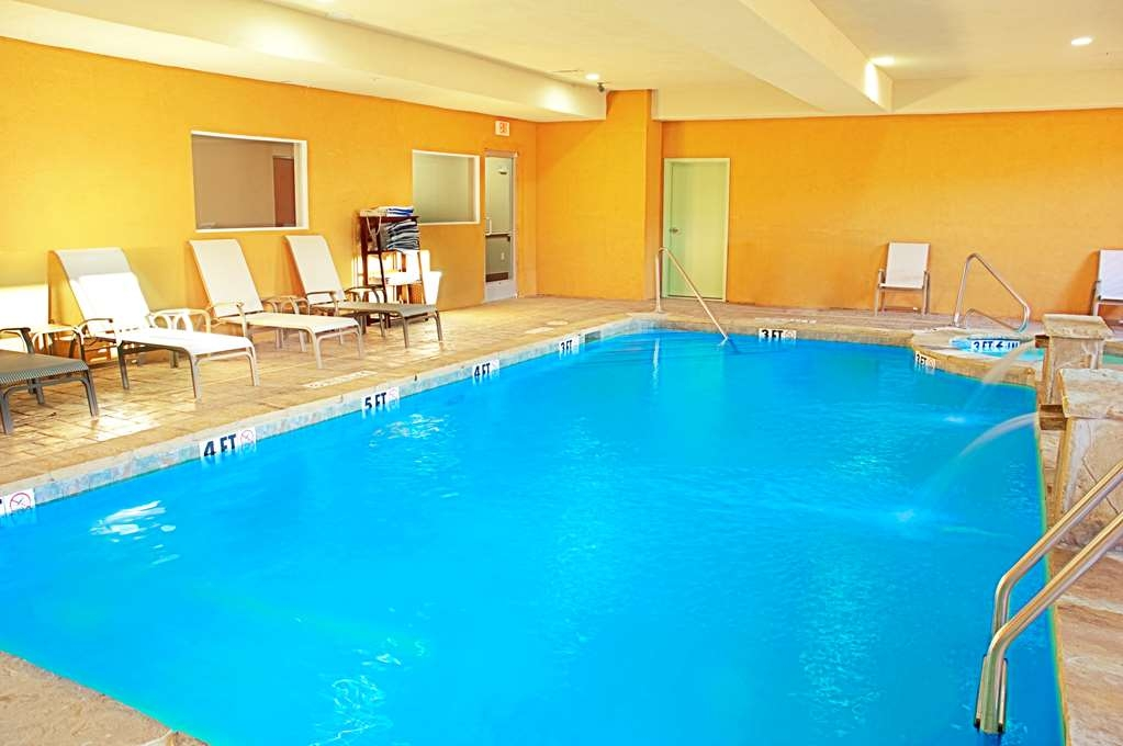 Best Western Bowie Inn & Suites - Piscina