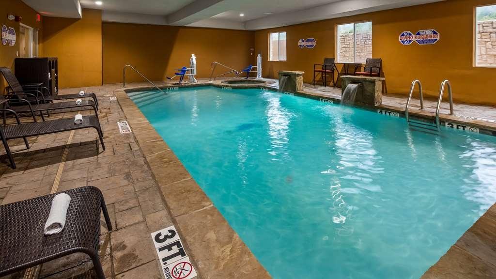 Best Western Bowie Inn & Suites - Vista de la piscina