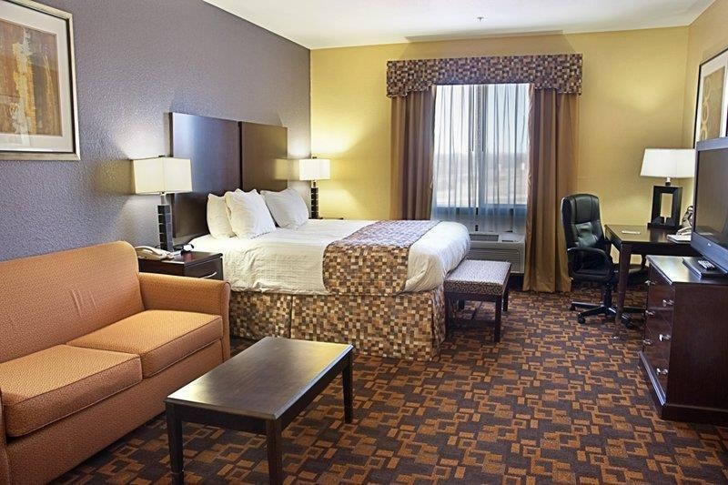 Best Western Bowie Inn & Suites - Don't miss the morning news with our flat screen TV available in every room.