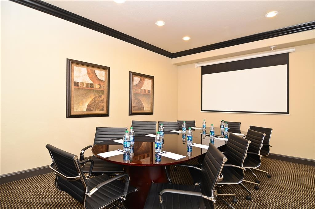 Best Western Premier Crown Chase Inn & Suites - Enjoy an intimate gathering in our 10-person boardroom.