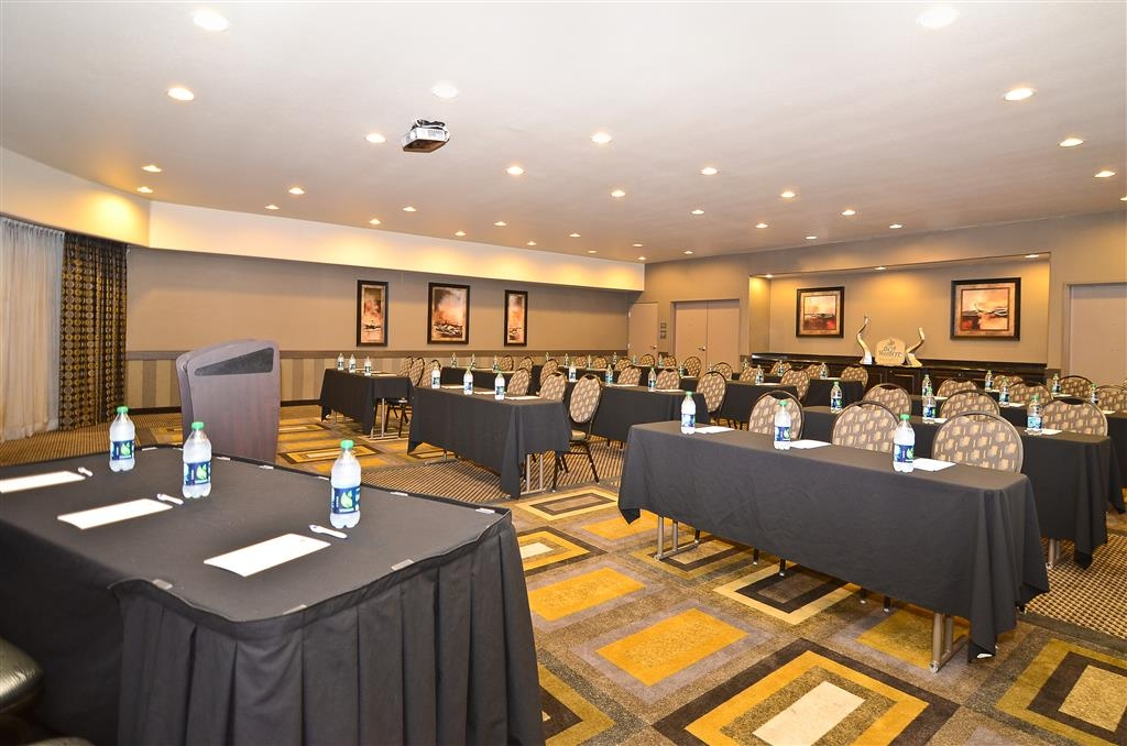 Best Western Premier Crown Chase Inn & Suites - Atrea Hall boasts conference space for up to 85 guests.
